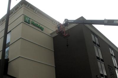 Holiday Inn sign erected