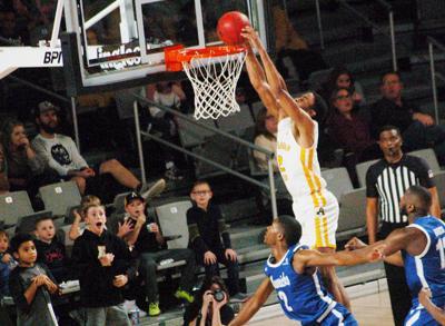 Lewis dunks on Mavericks