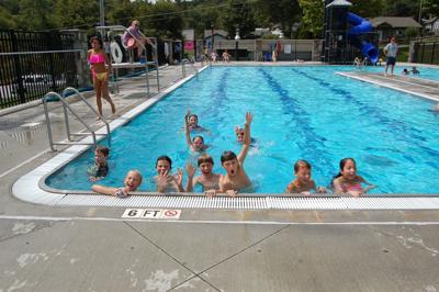 Kids a-splashing