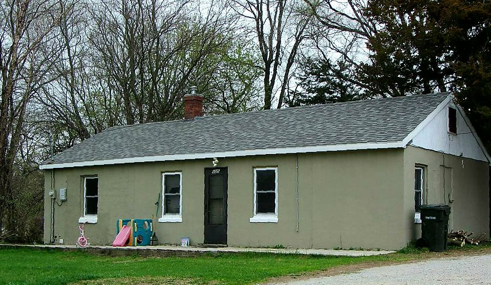 HOUSE FOR RENT in Waterloo image 1