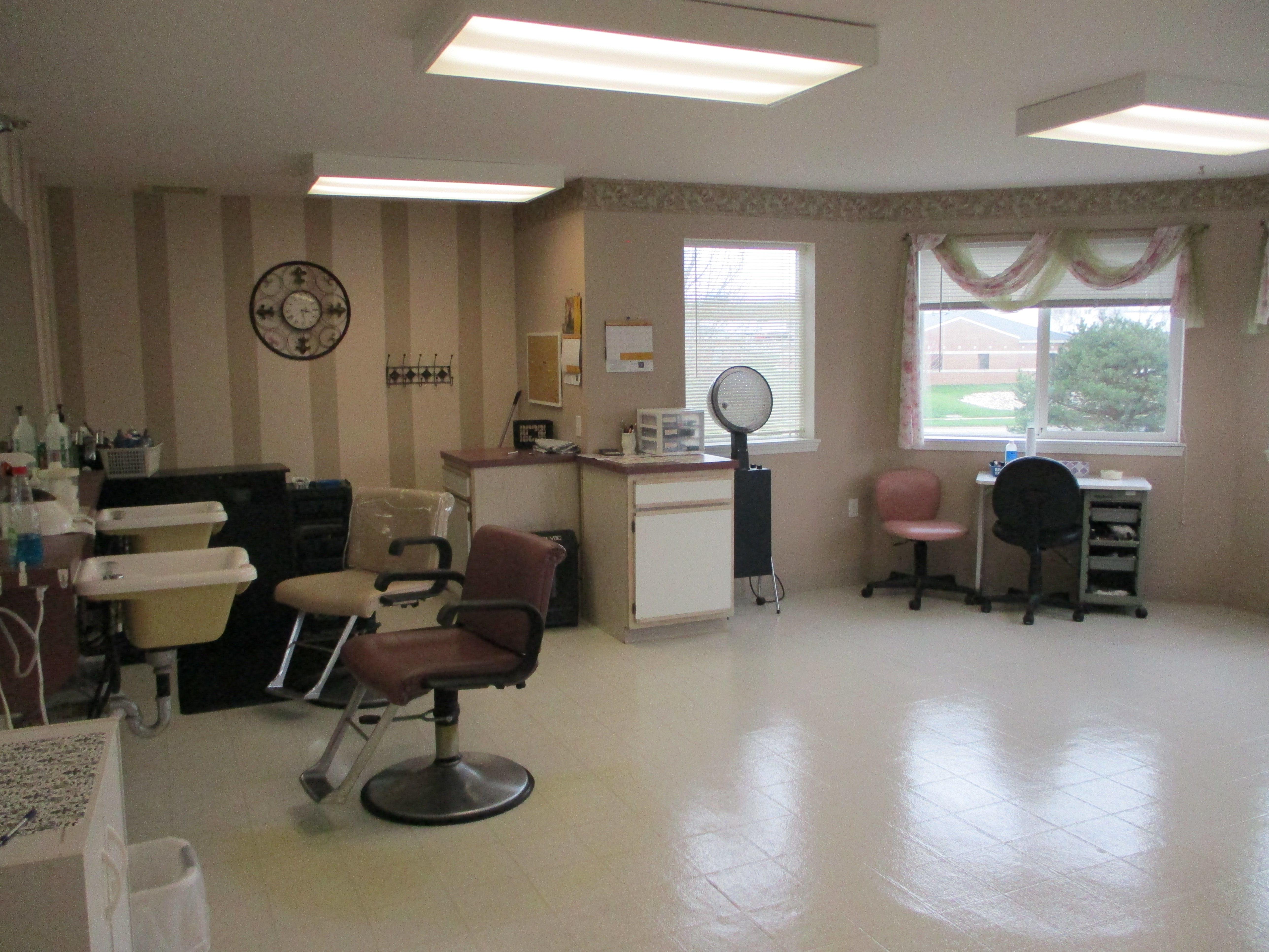 Hair Salon For Rent in Cedar Falls! image 1