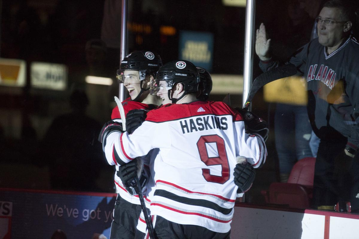122819kw-black-hawks-hockey-03