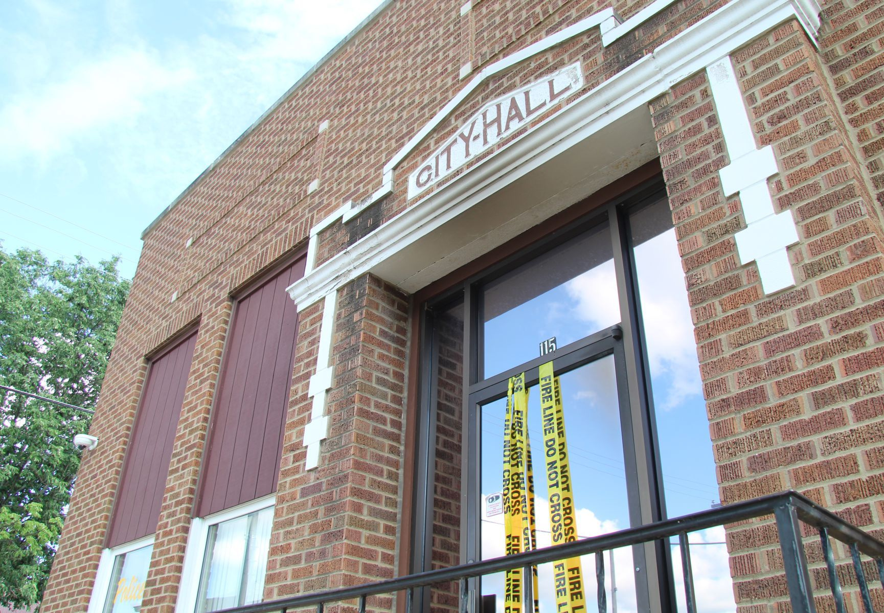 update clarksville city hall closed following arson fire crime rh wcfcourier com