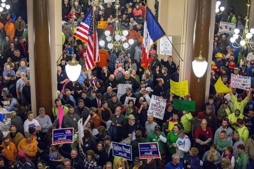 GOP poised to tame political force with Iowa bargaining bill