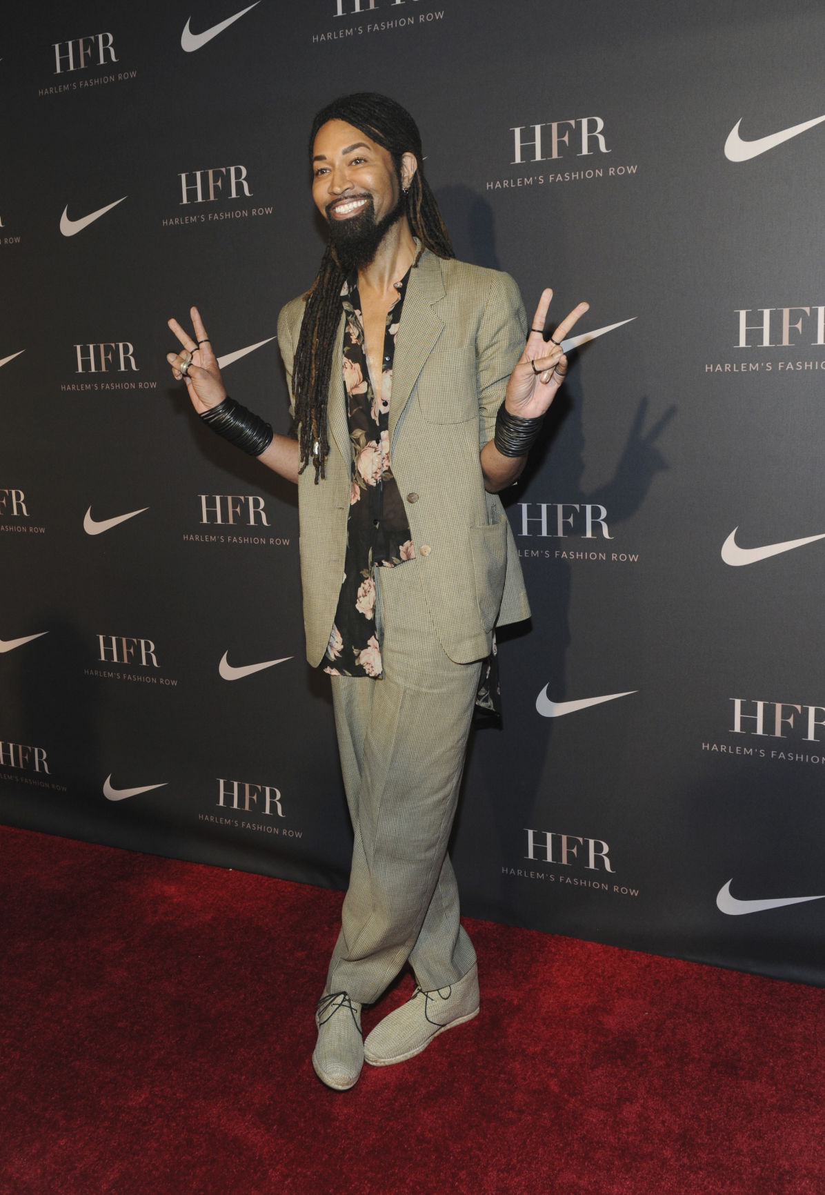 buy popular 2811d a90e4 Photos: LeBron James receives award from Harlem's Fashion ...