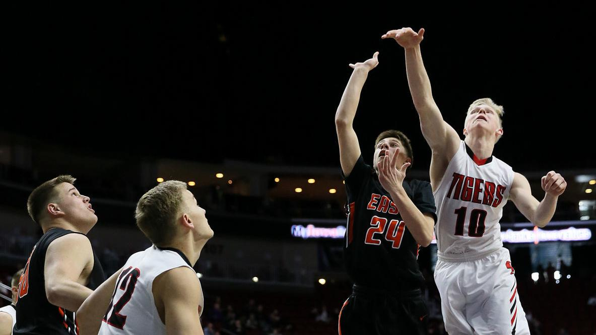 4A state basketball: Cedar Falls dominates Sioux City East, 75-47 (PHOTOS)