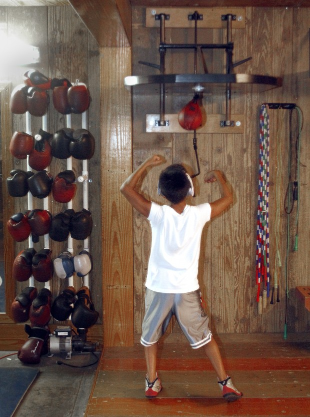 Hooked On Boxing Cedar Valley Club Keeps Its Members In