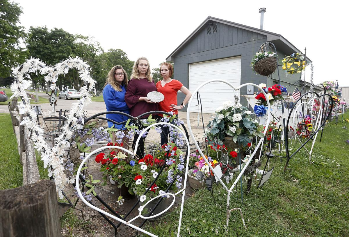 061119bp-grave-decorations