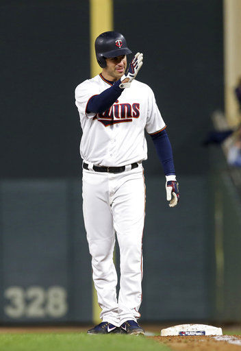 Mauer reaches 2,000 hits in Twins' 4-0 win