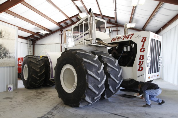 Big Bud Tractor : Big bud tractor back in independence by popular demand