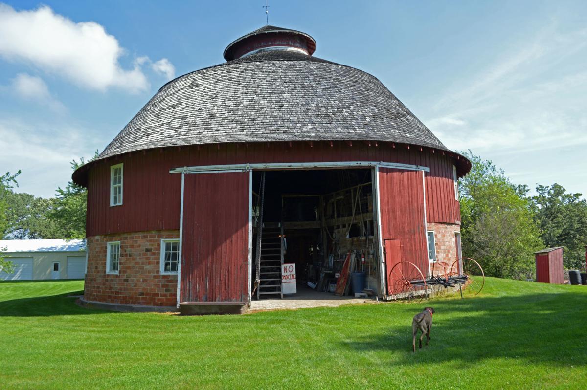 knoll-crest round barn.jpg