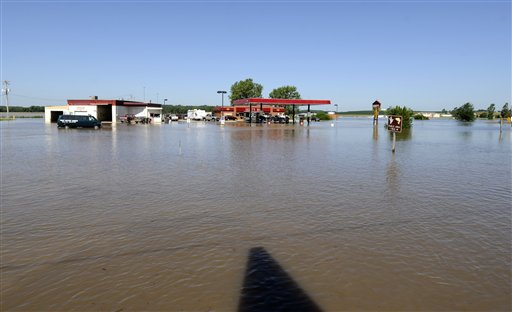 Hundreds Evacuated 1 Dead After Flooding In Iowa Local News