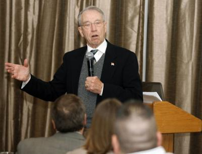 032813cc-grassley-town-meeting01.jpg