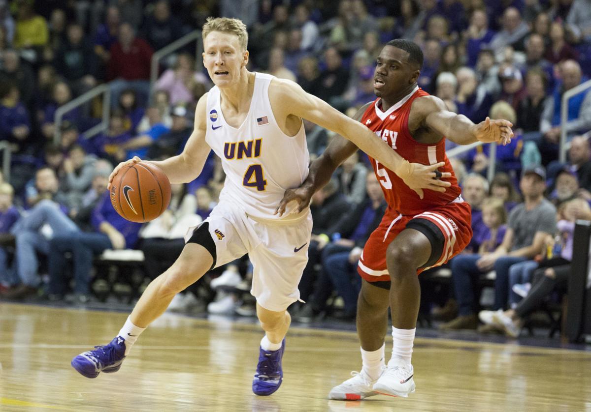 College Men S Basketball Green Lifts Uni Past Bradley In