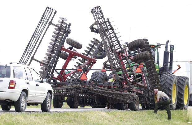 Tractor Pulling Accidents : Update car tractor crash north of dunkerton two injured