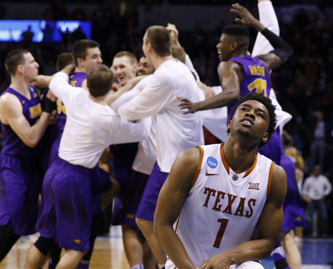 ab81ffc6939a The shot heard  round the NCAA world  Jesperson wins it for UNI ...