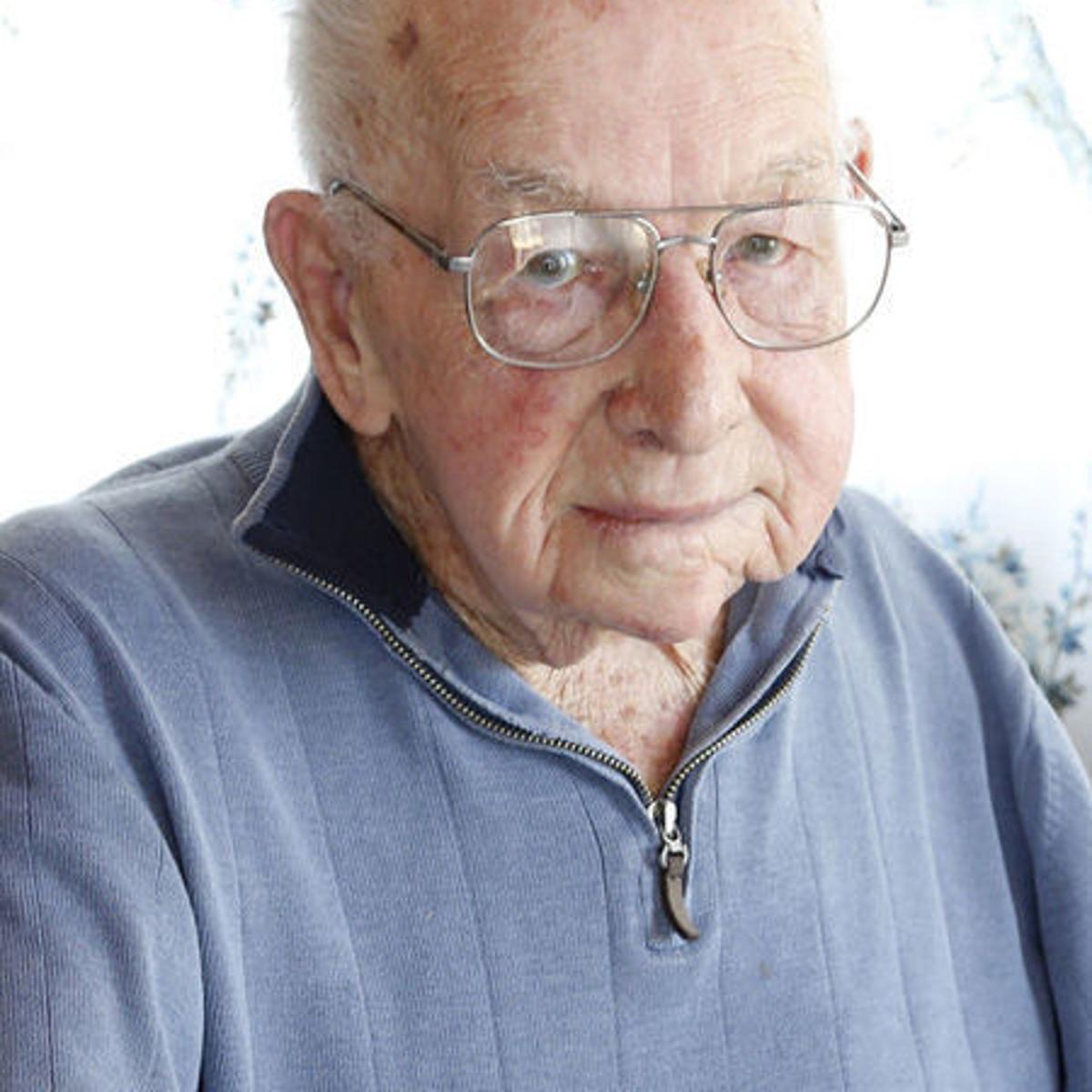 Bruce M  Smith (1919-2018)   Obituaries   wcfcourier com