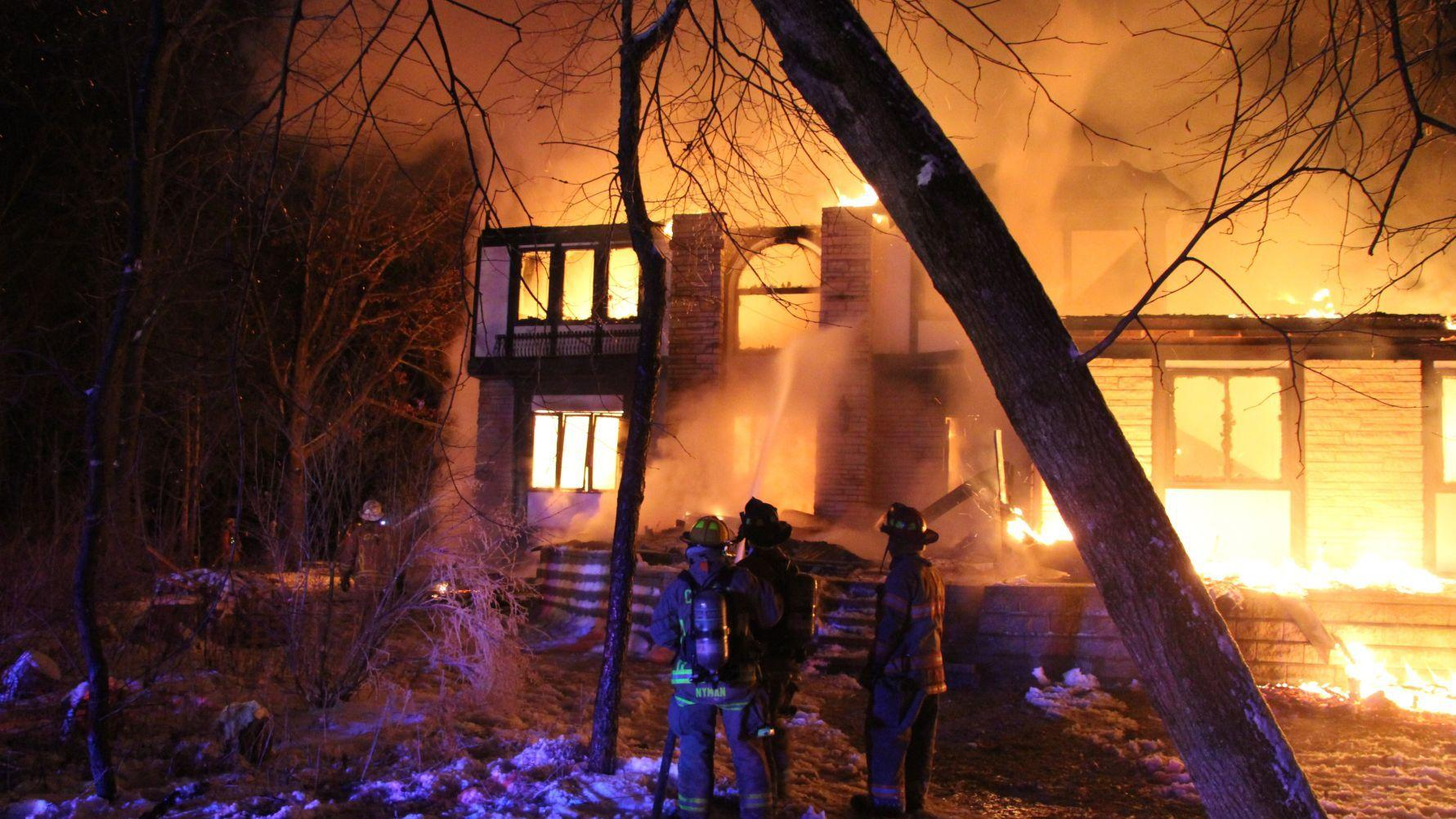VIDEO/PHOTOS: Fire destroys Cedar Falls home