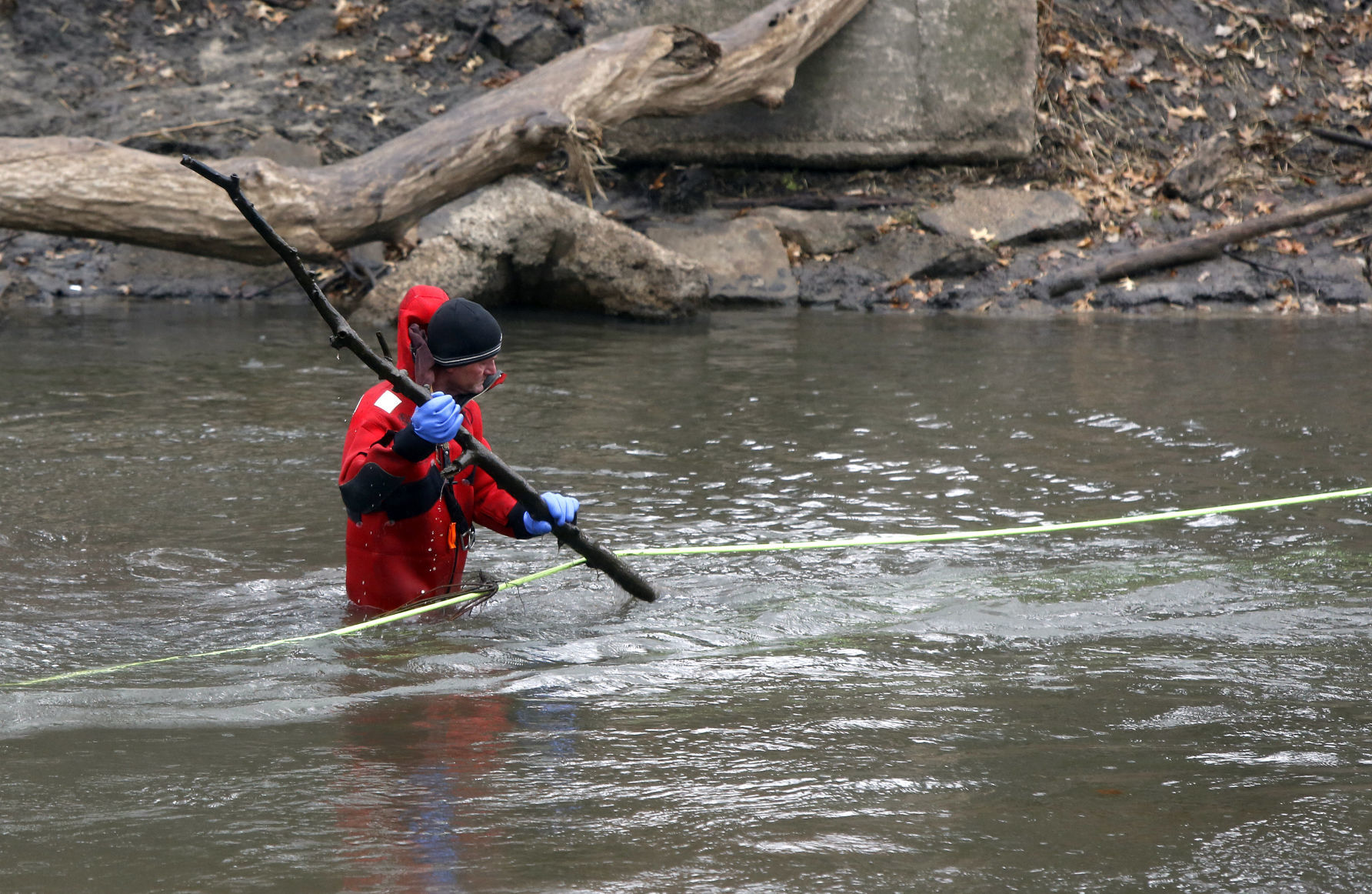 UPDATE Ground water searches to resume for