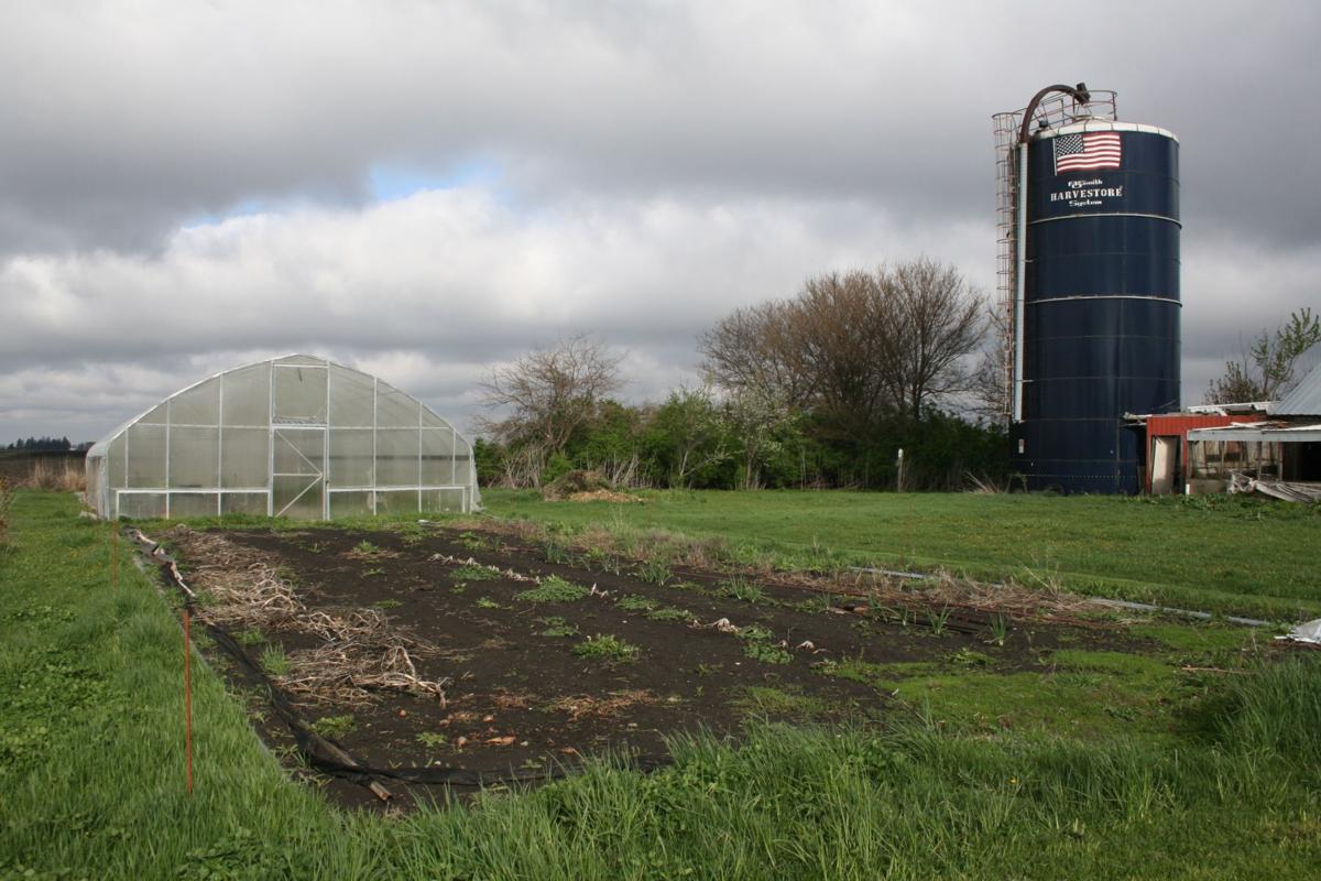 092016ho-faux-farms