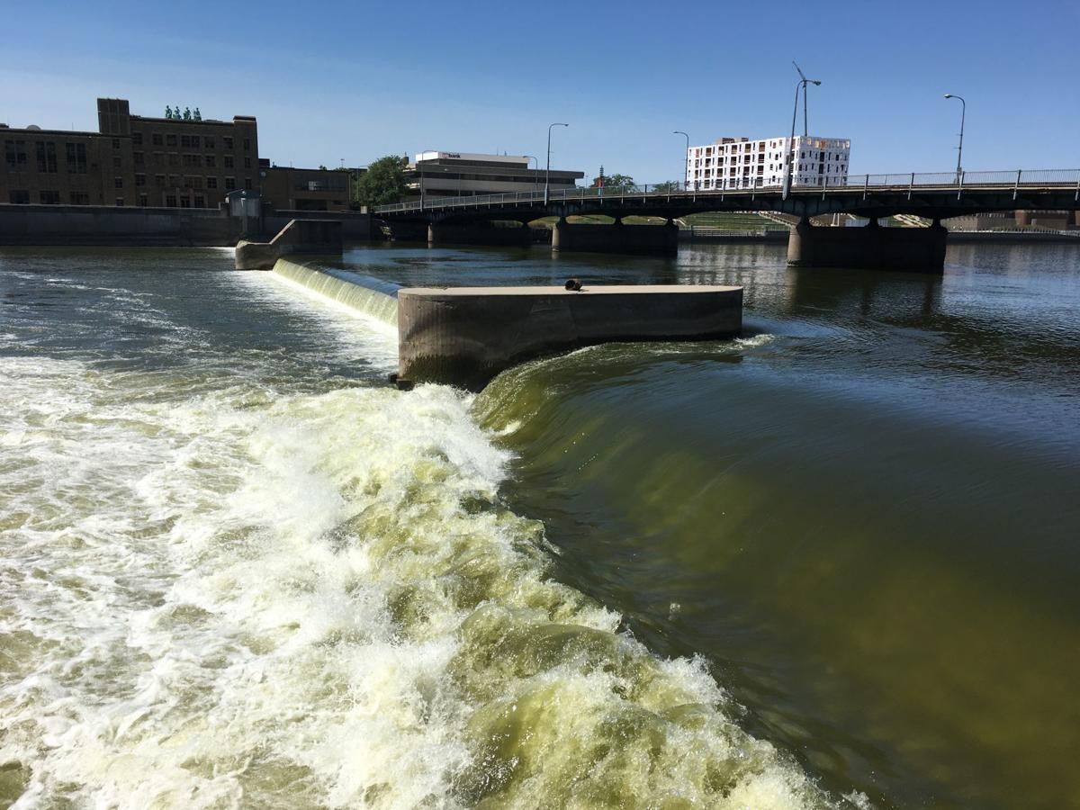 080919tj-cedar-river-dam