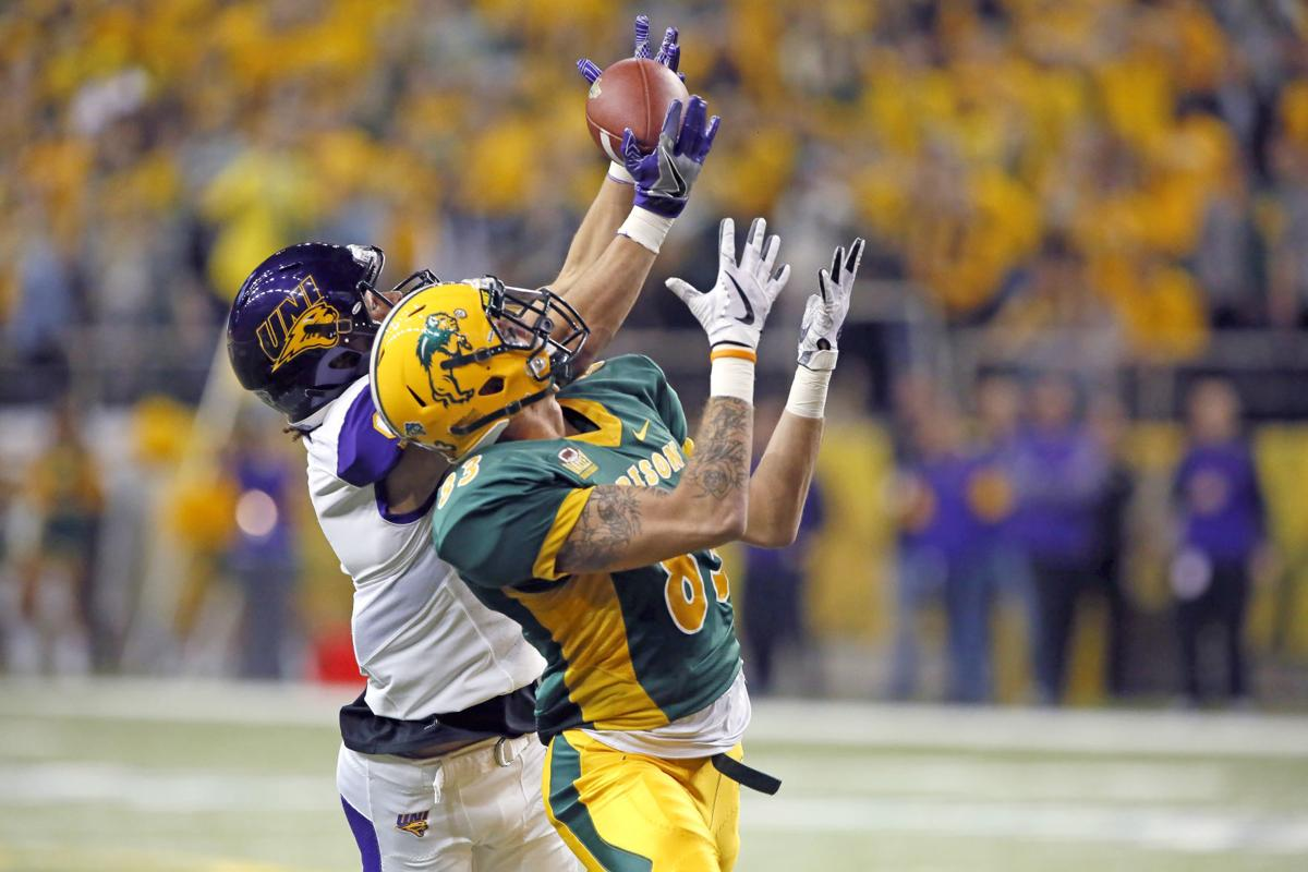 102817HO-NDSU-UNI-football-1
