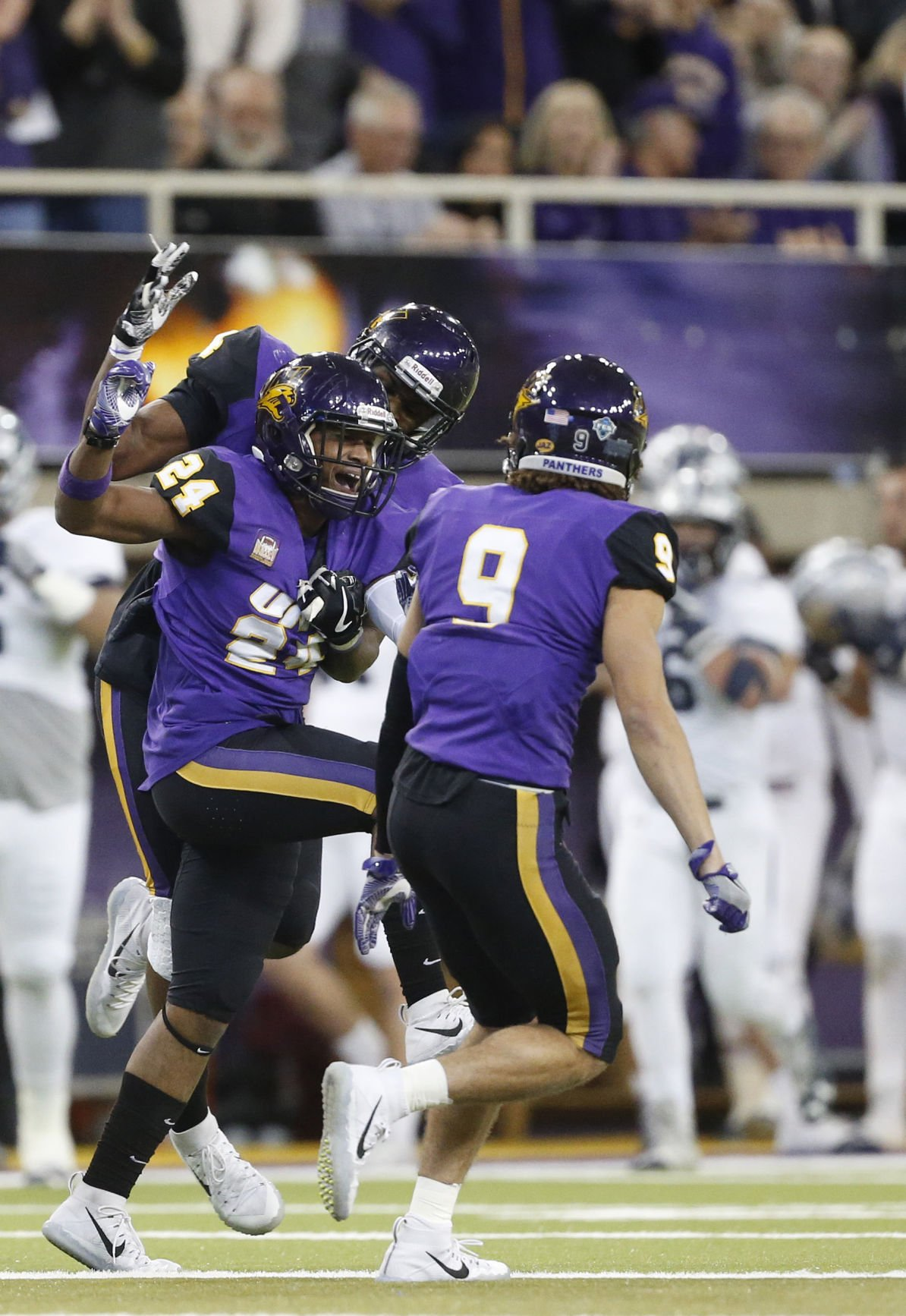 112517mp-UNI-Monmouth-fcs-18