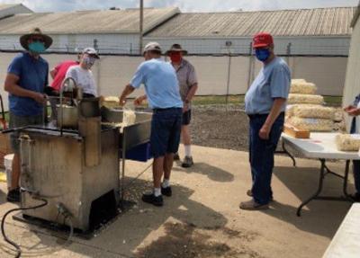 Kiwanis popping kettle corn dduring COVID-19