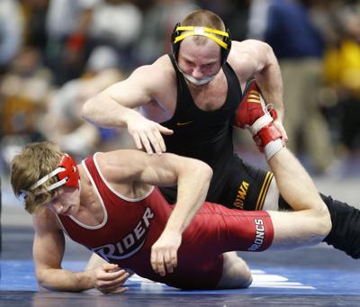 031618GAZ-Iowa-NCAA-wrestling-1