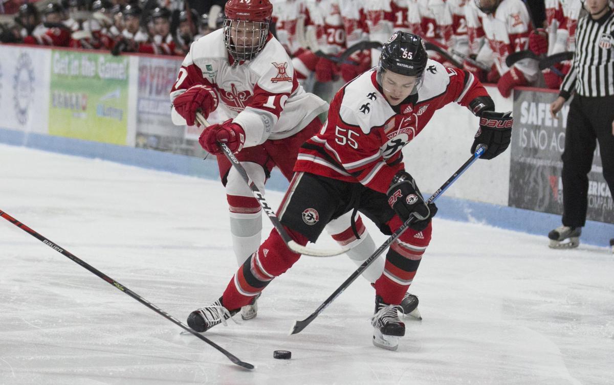 021120kw-balck-hawks-hockey-03