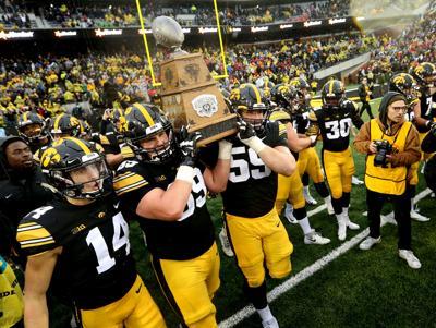 112318-Iowa-Football-016