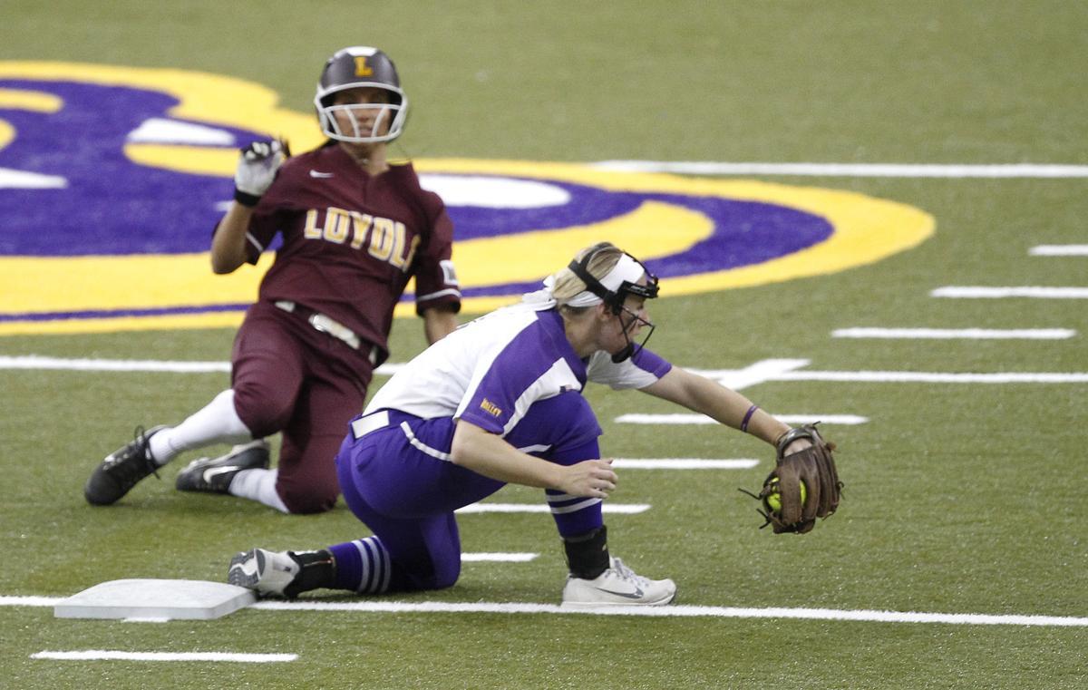 041418mp-UNI-softball-2nd-game-5