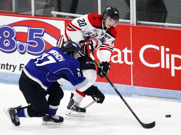 092614cc-black-hawks-hockey-04