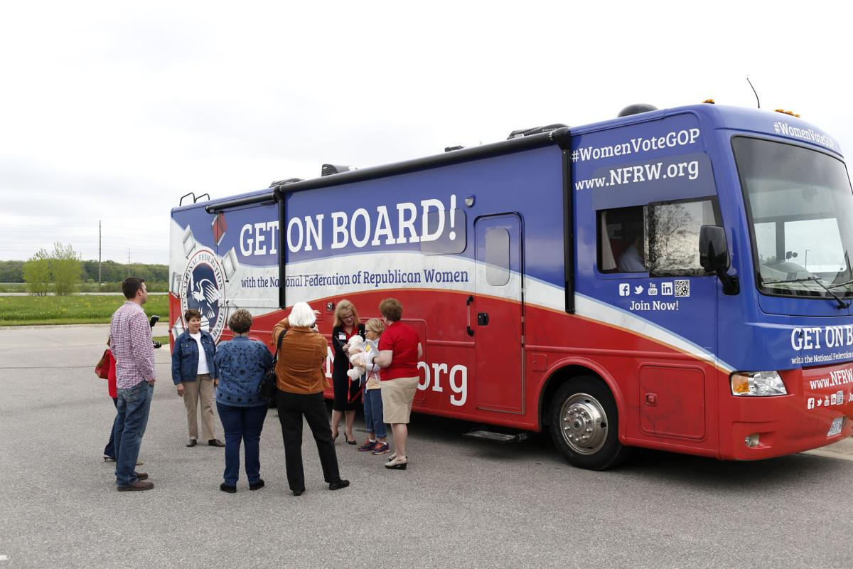 051016mp-GOP-women-bus-tour-2