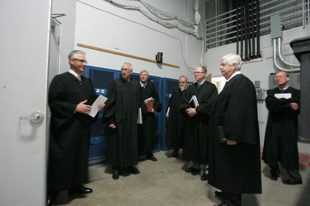 040815dm-iowa-supreme-court-17