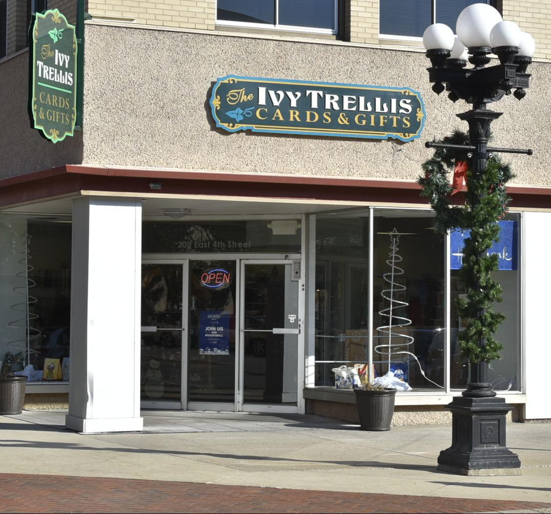 112418tn-biz-ivy-trellis-downtown-wloo-1