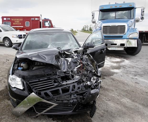 Elk Grove Vw >> UPDATE WITH NAMES: 1 hurt in car-semi crash