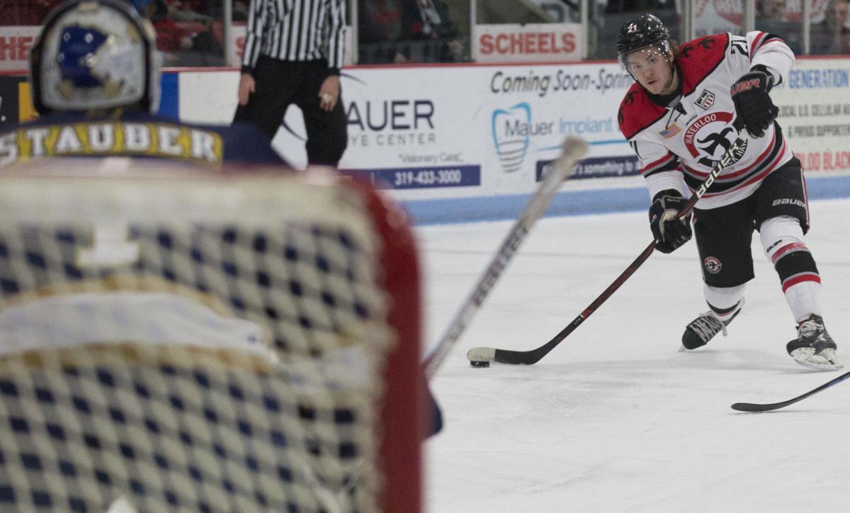 041919kw-blackhawk-hockey-01
