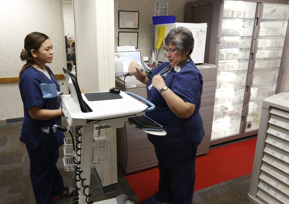 042118mp-Nurse-Leslie-Farley-7