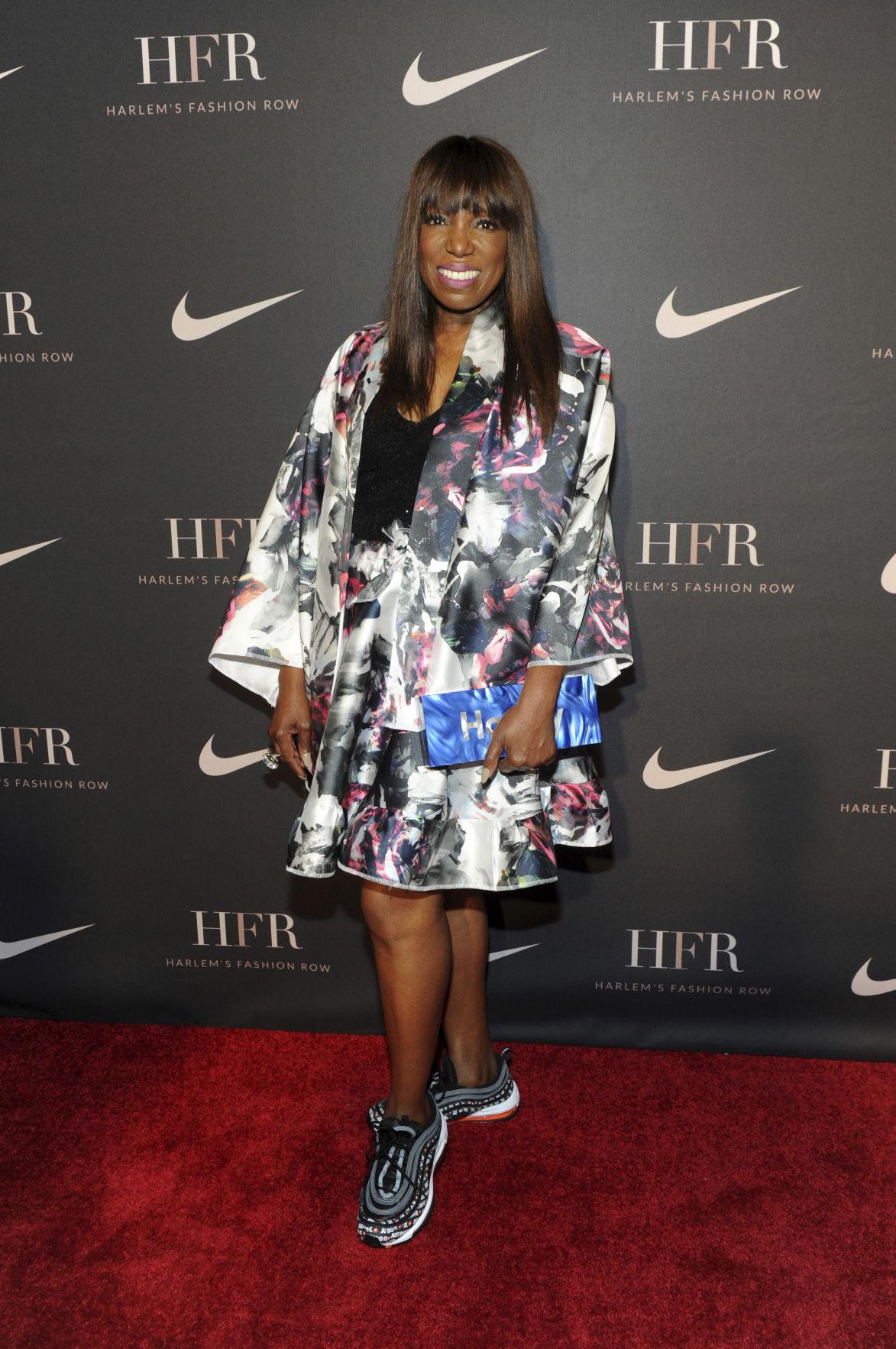 buy popular 2cc61 9fc47 Photos: LeBron James receives award from Harlem's Fashion ...