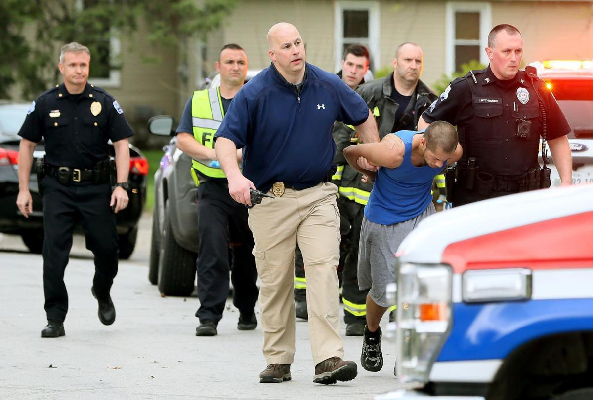 dffb049fc2ec UPDATE  Davenport Police officer was shot in the chest and leg ...