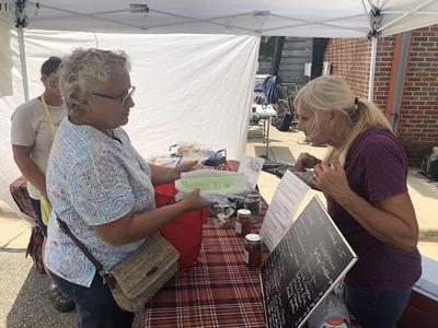 Sustain Jefferson distributes cloth bags