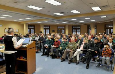 Area citizens discuss Enbridge pipeline proposal