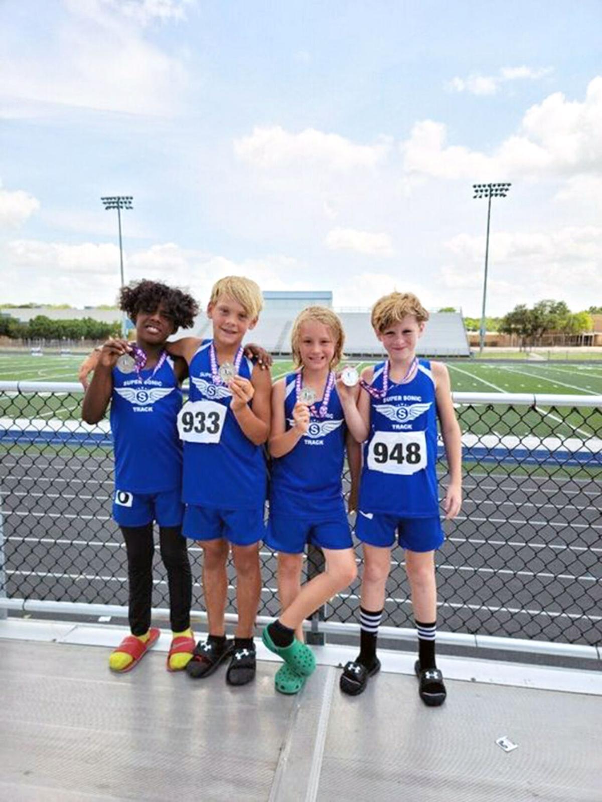 4x400 relay Austin Young-Caleb Inmon-Sawyer Loe-Carlito Richards.jpg