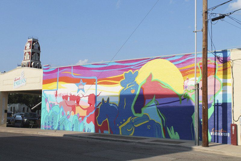 DFW artist brings vibrancy to downtown Weatherford