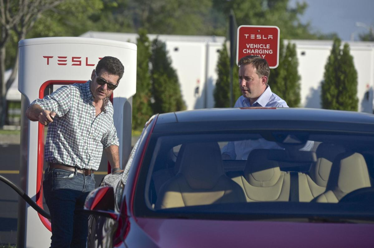 Electric car maker Tesla drops lawsuit against CT