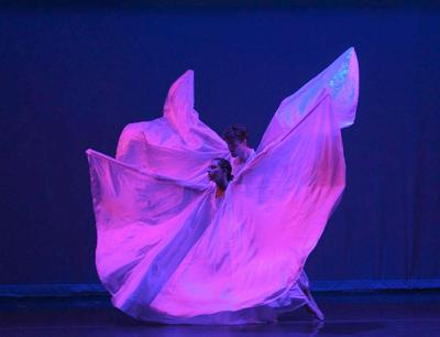 Sonia Plumb's 'Duos & Trios' is next dance performance at Hill-Stead