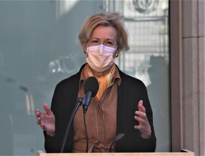 Dan Haar: Birx, in CT, urges masks for small groups but gives Trump a pass