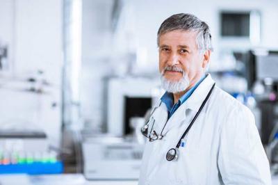 Senior doctor Abrazo