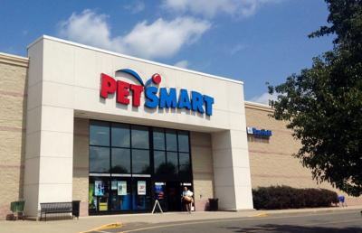 Your Pet Can Get A Free Photo With Santa At PetSmart